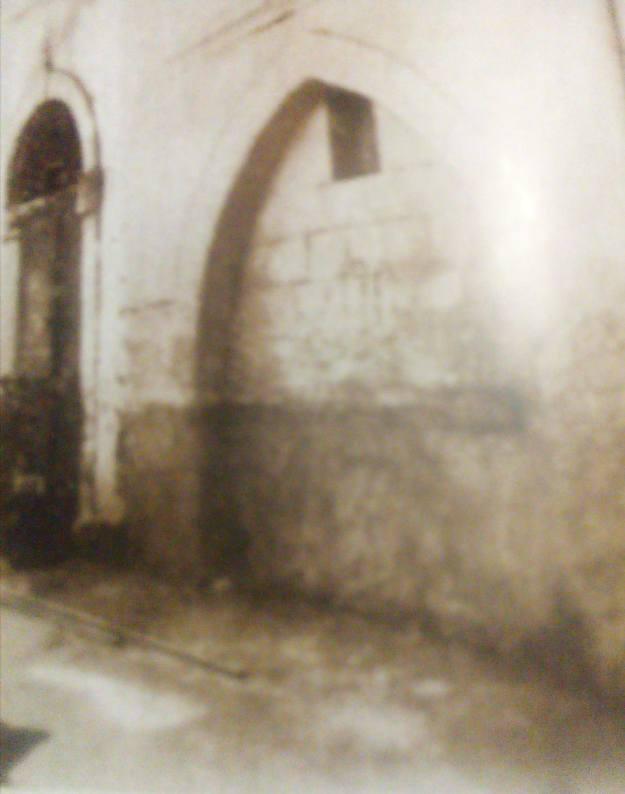 Η κρήνη και η είσοδος του τζαμιού