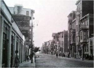 Ο κεντρικός δρόμος στα Ταταύλα